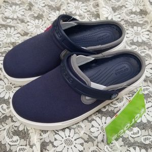 Crocs new navy clogs 6